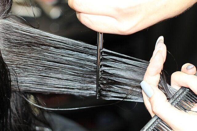 Regelmäßiges Schneiden ist das A und O bei feinem Haar.