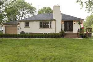RECENTLY RENOVATED MINEOLA HOUSE,  ACCESS TO KENOLLIE PUBLIC!