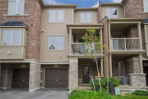 Beautiful Branthaven 2 Bedroom Executive Townhome in Grimsby
