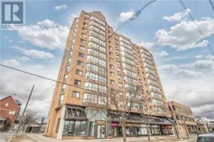 Upgraded & Renovated Unit, 2+1Br, 2B, 25 AGNES ST, Mississauga