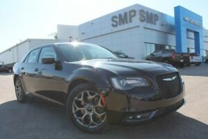 2016 Chrysler 300 S 3.6L V6 - AWD, Leather, Sunroof, NAV, Rem St