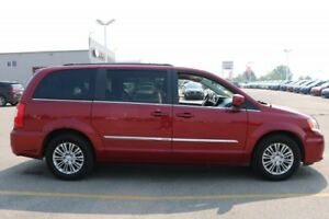 2015 Chrysler Town & Country TOURING Leather,  Heated Seats,  Ba
