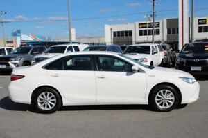 2016 Toyota Camry White Constant Variable Sedan