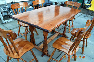 DINNING TABLE AND 6 CHAIRS EXCELLENT CONDITION BRIGHT