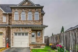 Lovely 4 Bdrm Town Home Has Huge Eat-In Kitchen *AJAX*