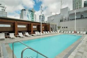 1 + Den @ ICONIC 300 FRONT / Rooftop Pool / BBQ's / GYM NOV 1st