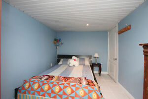 2 sharing bedrooms available for rent for 4 students at $325/m
