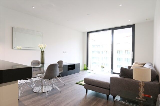 2 bedroom flat in Catalina House, Canter Way, Aldgate
