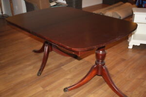 MAHOGANY DINING ROOM SET A REAL BEAUTY!