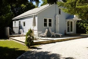 SAUBLE BEACH COTTAGE ,AND STEPS FROM BEACH AND MAIN STREET