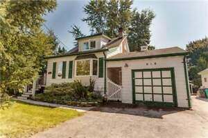 Perfect Home In Applewood Area For Large Family!!