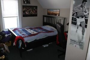 Students- LARGE 4/5 BEDROOM-2 BATH London Ontario image 7