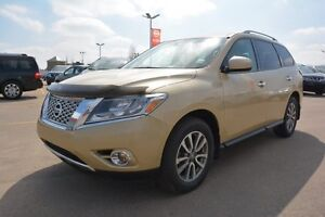 2013 Nissan Pathfinder SV AWD Accident Free,  Heated Seats,  3rd