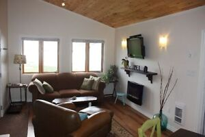 Quality WATERFRONT cottage/ bridge view-Aug 20-27 available