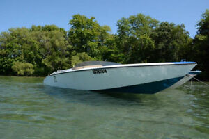 Vintage speed boat needs new home!