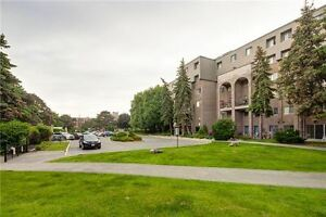 Awesome 2 storey 3 bed + den condo - Finch/Don Mills