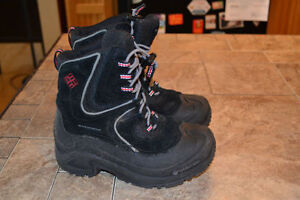 Columbia Winter Boots Size 1 Youth LIKE NEW