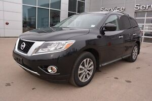 2016 Nissan Pathfinder SV AWD Accident Free,  Heated Seats,  3rd