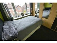 Furnished room to rent available in modern house in Manchester, Droylsden from mid-September.
