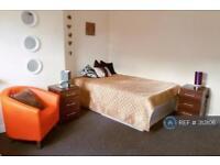 Studio flat in Noster View, Leeds, LS11
