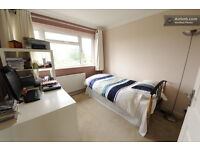 Short Stay Single Room Available in Spacious House in Slough, bills included