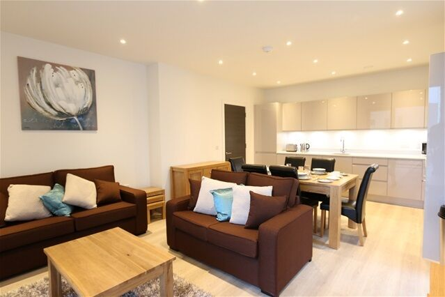 2 bedroom flat in Glass Blower House, 15 Valencia House, Poplar