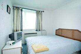 Double room to rent in the heart of Crystal Palace. Furnished. ALL BILLS INCLUDED.