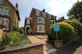 2 bedroom flat in Breakspears Road, Brockley