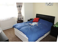 Large Double Room N18 Edmonton - Lovely House!