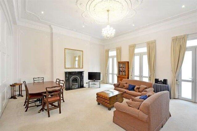 Studio flat in Hertford Street, London