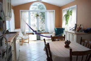 Beautiful Suburban Room in Family Home in Kingston's West End
