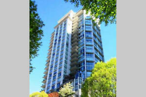 Modern Spacious 1BR+den+Solarium in heart of Downtown Vancouver