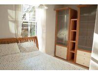 Kingsize pine bed