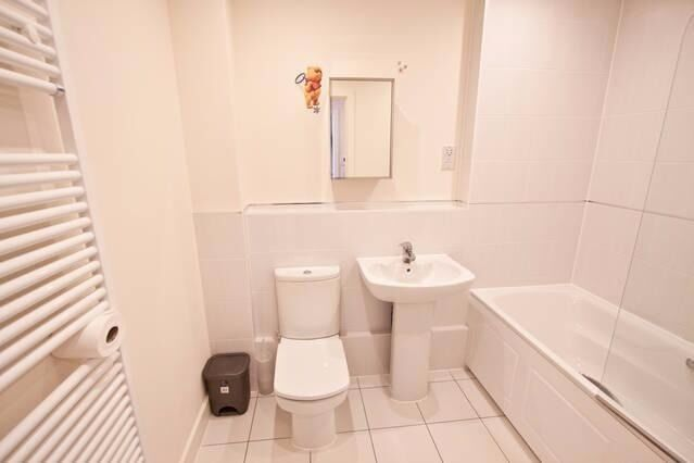 AVAILABLE 2 Bed Flat in Durham Road, Raynes Park, London, SW20!!!!!!!!!!!!!