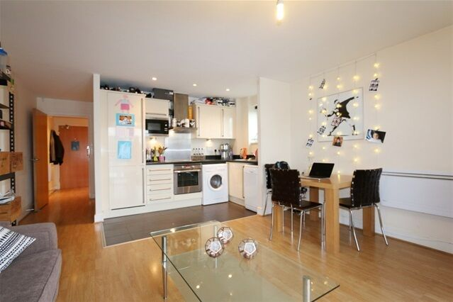 1 bedroom flat in Wealden House, Talwin Street, Bromley by Bow