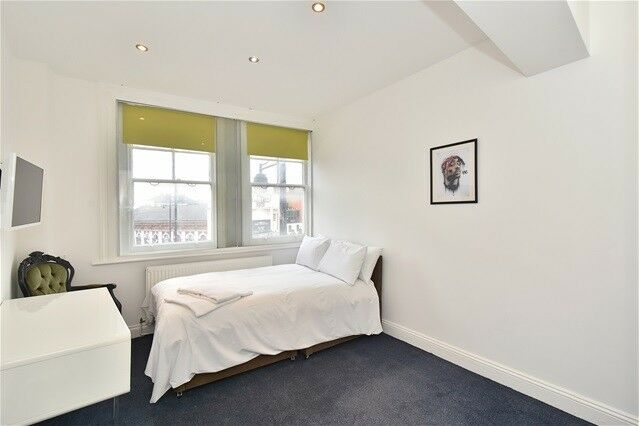 Studio flat in Brixton Road, London