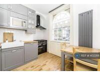 3 bedroom flat in Pratt Street, London, NW1 (3 bed)