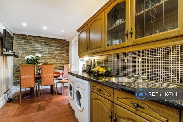 4 bedroom house in Mottisfont Road, London, SE2 (4 bed)