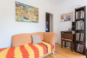 A Great Room on Bernard/Querbes in Mile end/Outremont for Nov 1