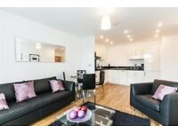 2 bedroom flat in Parkside Court, 15 Booth Road
