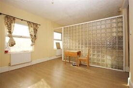 Beautiful recently refurbished 1st Floor 2 bedroomed Flat bright airy accomodation close to Station