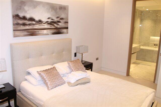 2 bedroom flat in Chatsworth House, Duchess Walk, Tower Bridge