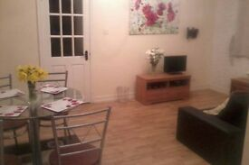 Room available in house close to the town centre (Brookmount Road)