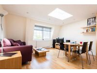 Great Double Bedroom in Zone 1 in a 2 bedroom flatshare with all mod coms and shared living room