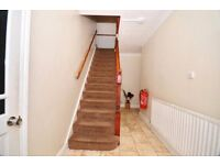 Stunning Double bedroom in an OUTSTANDING house! Close to ALL LONDON TRANSPORT!