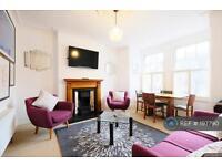2 bedroom flat in Queenstown Road, Battersea, SW8 (2 bed)