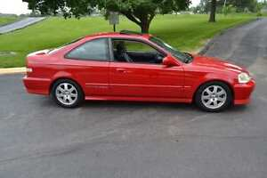 1998 Honda Civic Coupe (2 door)  Fully loaded 4 cyl 2.4litre