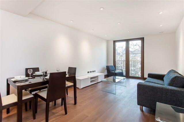 1 bedroom flat in St Dunstan's Court, Fetter Lane, Temple