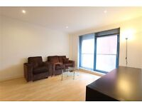 Lovely two bedroom apartment E16, DSS welcome with suffient funds £365 per week