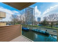 2 bedroom flat in Waterfront Apartments, 82 Amberley Road